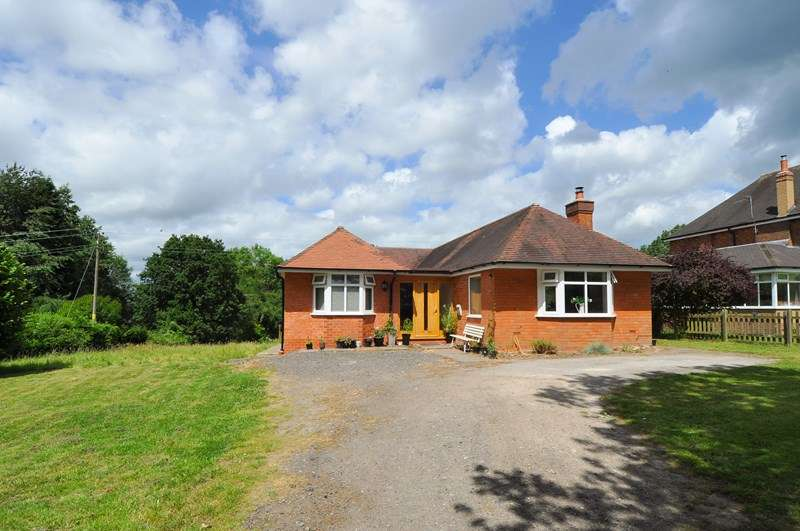 4 Bedrooms Detached Bungalow for sale in Dagtail Lane, Astwood Bank, Redditch