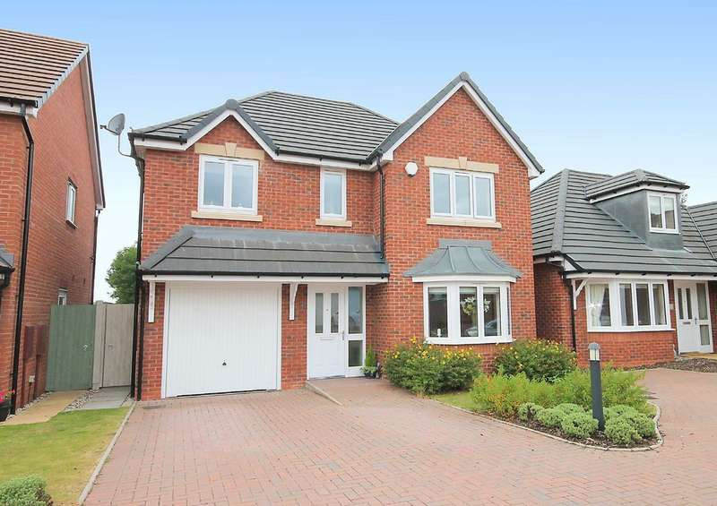 4 Bedrooms Detached House for sale in Stanegate, Dosthill, Tamworth, B77 1JX