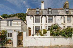 4 Bedrooms End Of Terrace House for sale in Garden Cottages, Wilberforce Road, Sandgate, Folkestone