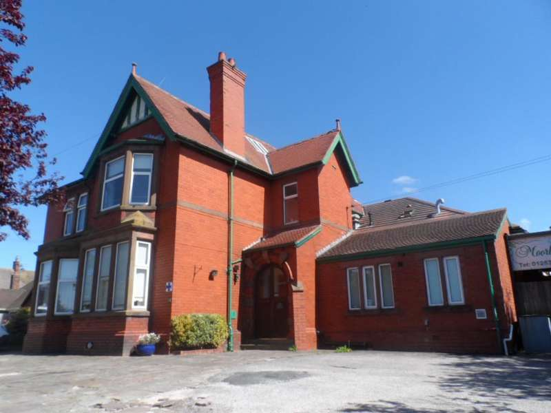 Property for sale in Moorland Road, Poulton Le Fylde, FY6 7EU