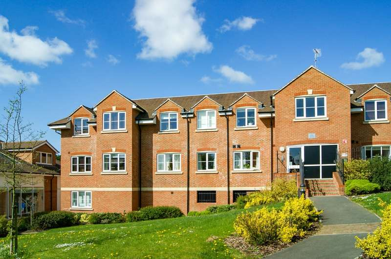 2 Bedrooms Flat for sale in Giles House, Bells Hill Green, Stoke Poges, SL2