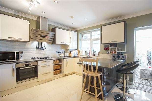 4 Bedrooms End Of Terrace House for sale in Grove Crescent, KINGSBURY, NW9 0LT