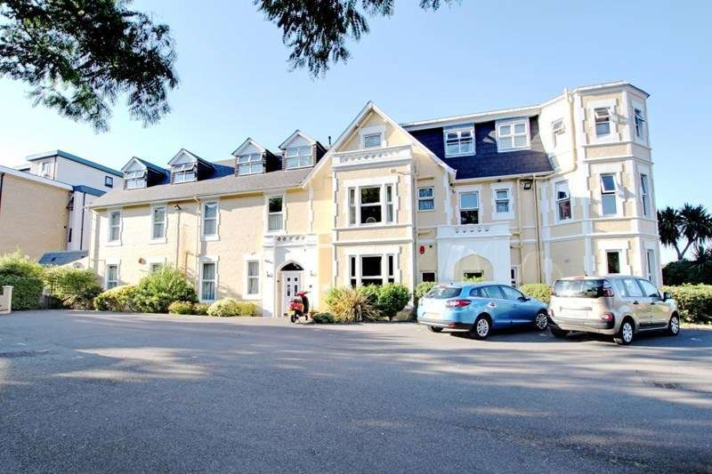 2 Bedrooms Apartment Flat for sale in Near Westbourne, Bournemouth town centre, Dorset