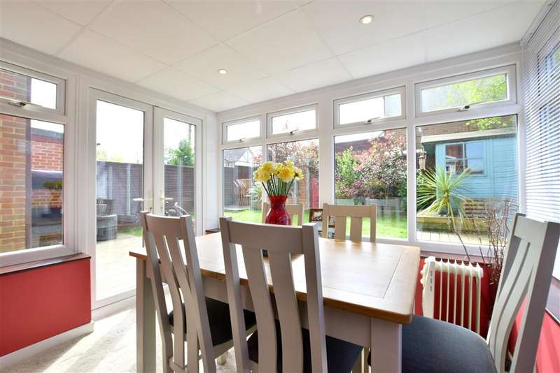 4 Bedrooms Semi Detached House for sale in Butt Field Road, Ashford, Kent