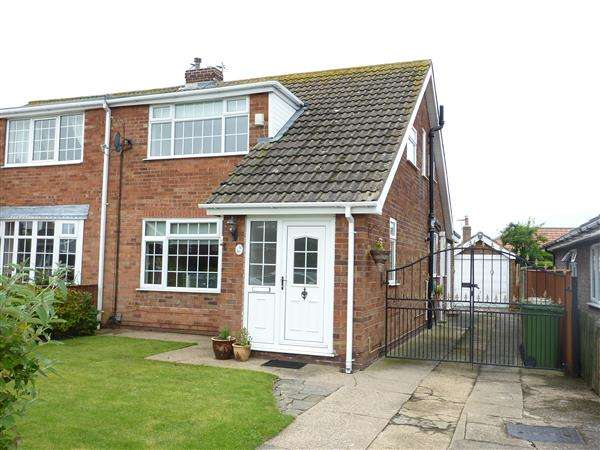 3 Bedrooms Semi Detached House for sale in WESTBURY ROAD, CLEETHORPES