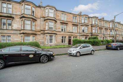 2 Bedrooms Flat for sale in Leven Street, POLLOKSHIELDS, Glasgow