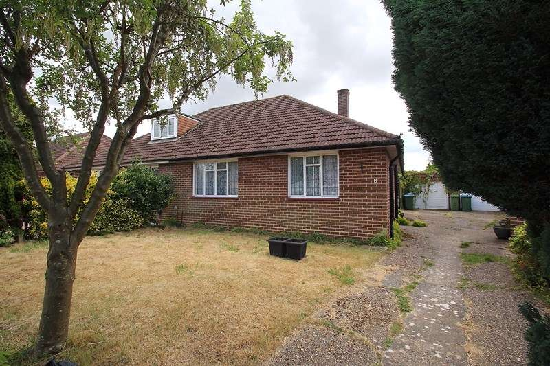 2 Bedrooms Semi Detached Bungalow for sale in Place House Close, Fareham
