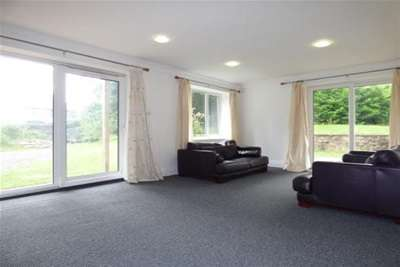2 Bedrooms Flat for rent in North Mossley Hill Road, L18 8BL