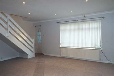 3 Bedrooms House for rent in Saughs Place, Robroyston, Glasgow, G33