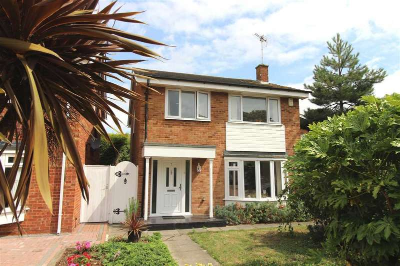 4 Bedrooms Detached House for sale in Thorpe Bay / Shoeburyness Borders