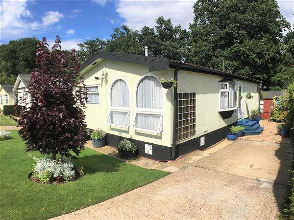 2 Bedrooms Park Home Mobile Home for sale in Wyatts Covert, Denham Green