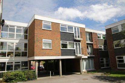 2 Bedrooms Apartment Flat for sale in Ardleigh Court, Hutton Road, Brentwood, Essex