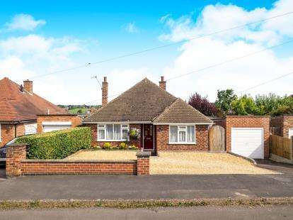 2 Bedrooms Bungalow for sale in Covert Crescent, Radcliffe-on-Trent, Nottingham