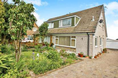 3 Bedrooms Bungalow for sale in Kirkstone Drive, Halifax, West Yorkshire