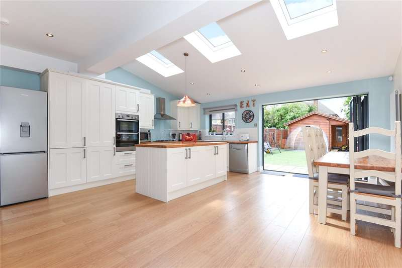4 Bedrooms Terraced House for sale in Victoria Avenue, Hillingdon, Middlesex, UB10