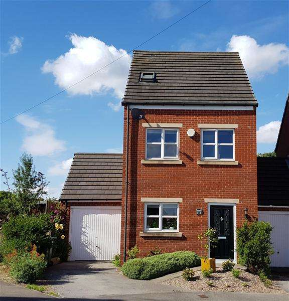 3 Bedrooms Detached House for sale in Lambrell Green, Kiveton Park, Sheffield