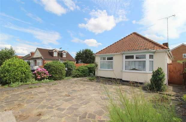 3 Bedrooms Detached Bungalow for sale in Feltham Road, Ashford, Middlesex