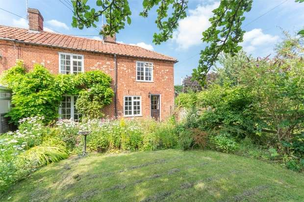 3 Bedrooms Semi Detached House for sale in 42/44 Fakenham Road, Great Ryburgh