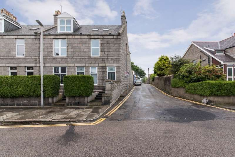 4 Bedrooms Apartment Flat for sale in Brighton Place, Aberdeen, Aberdeenshire, AB10 6SU