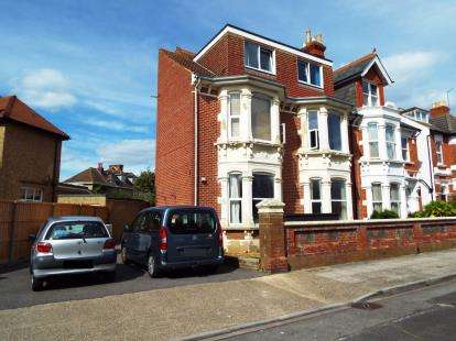 2 Bedrooms Flat for sale in Southsea, Hampshire, United Kingdom