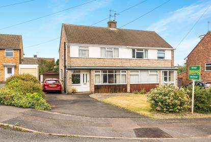 3 Bedrooms Semi Detached House for sale in Hawthorn Grove, Kidderminster, Worcestershire