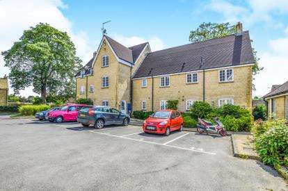 3 Bedrooms Flat for sale in Meyrick House, Courthouse Road, Tetbury