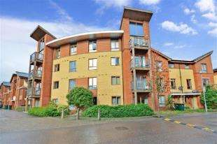 2 Bedrooms Flat for sale in Commonwealth Drive, Crawley, West Sussex