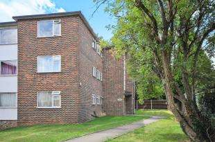 2 Bedrooms Flat for sale in Canterbury Court, 33 St. Augustines Avenue, South Croydon, .