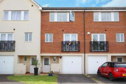 4 Bedrooms Town House for sale in Wain Avenue, Chesterfield, Derbyshire