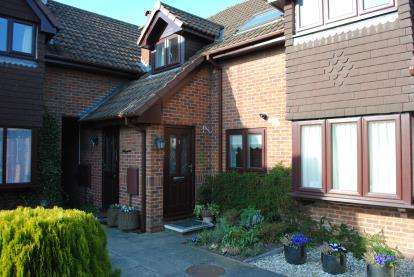 2 Bedrooms Terraced House for sale in Oaktree Cottages, Anfield Road, Cheadle Hulme, Cheadle