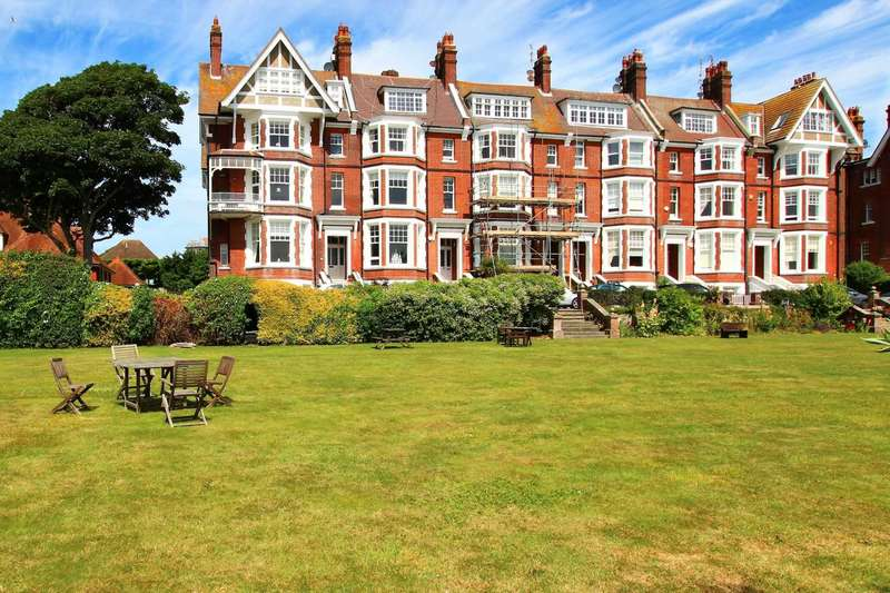 4 Bedrooms Flat for sale in Chatsworth Gardens, Eastbourne, BN20 7JP