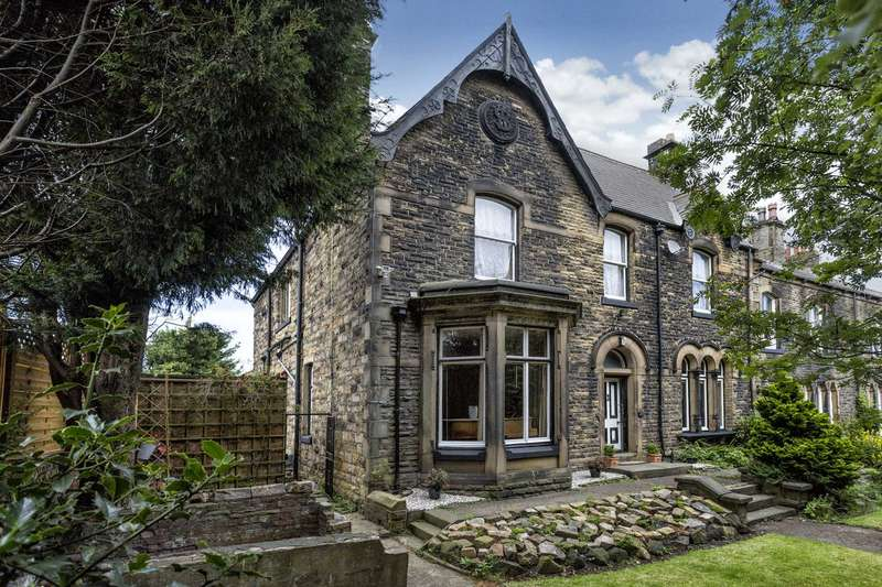 5 Bedrooms Terraced House for sale in Osborne House, 25 Gladstone Terrace, Morley, Leeds, LS27 9LE