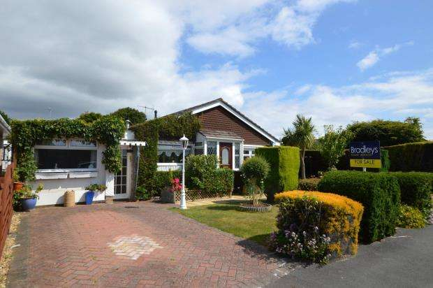 4 Bedrooms Detached Bungalow for sale in Charnhill Way, Elburton, Plymouth, Devon