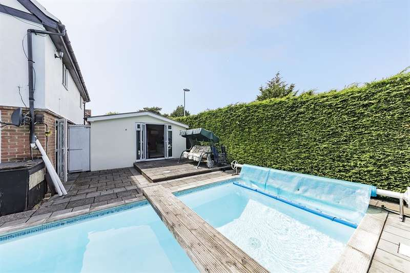 3 Bedrooms End Of Terrace House for sale in Cortis Avenue, Worthing, West Sussex, BN14 7BG