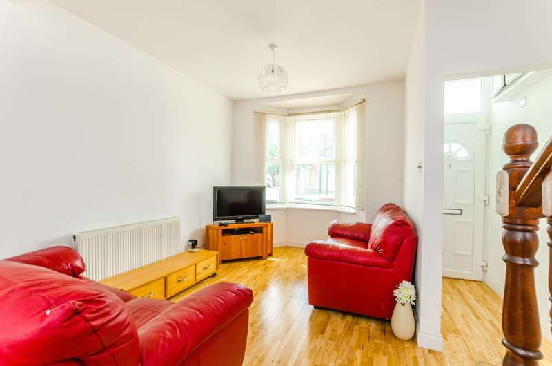 2 Bedrooms Terraced House for sale in Pond Road, West Ham, E15