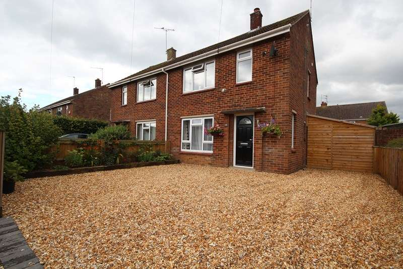 2 Bedrooms Semi Detached House for sale in Poplar Way, Ringwood