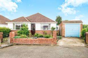 3 Bedrooms Bungalow for sale in High Mead, West Wickham, Bromley, Kent