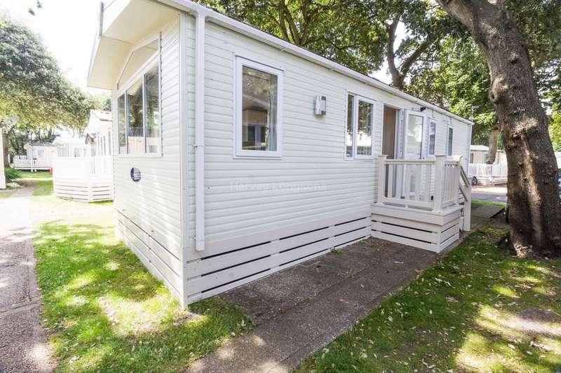 2 Bedrooms Caravan Mobile Home for sale in Mudeford, Christchurch, Dorset