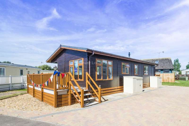 3 Bedrooms Caravan Mobile Home for sale in Chichester, West Sussex