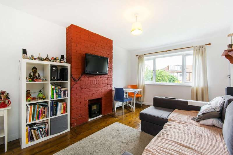 2 Bedrooms Maisonette Flat for sale in Oxtoby Way, Streatham Vale, SW16