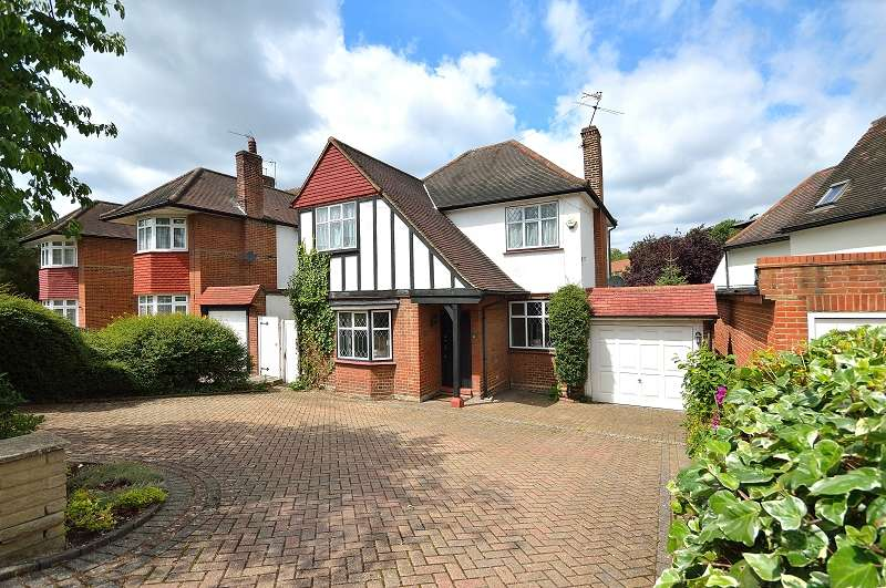4 Bedrooms Detached House for sale in Greenway , Southgate, London. N14