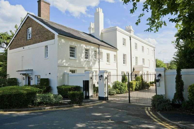 2 Bedrooms Flat for sale in Harefield House, High Street, Harefield, Middlesex, UB9 6RH