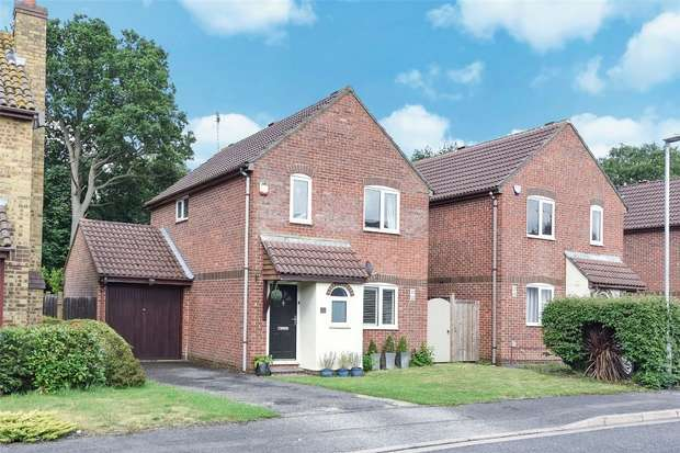 3 Bedrooms Detached House for sale in Turnstone Close, WINNERSH, Berkshire