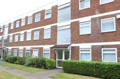 2 Bedrooms Flat for sale in Barkingside, Ilford