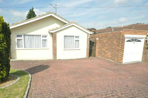 2 Bedrooms Detached Bungalow for sale in Saffron Close, Earley, Reading