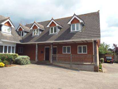 2 Bedrooms Flat for sale in Catherington Lane, Waterlooville, Hampshire