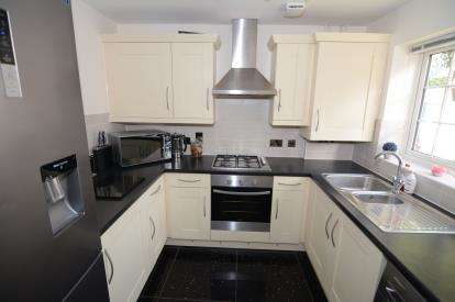 3 Bedrooms Semi Detached House for sale in Basildon, Essex