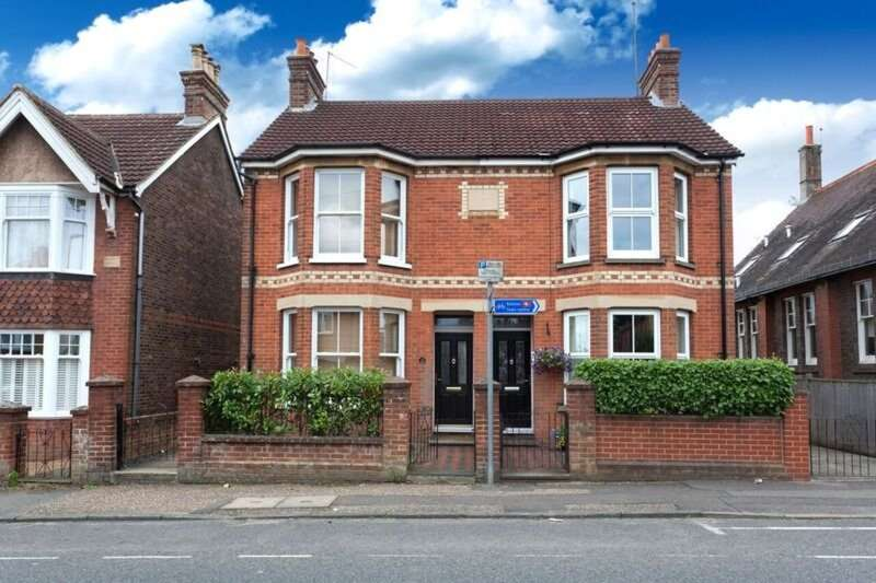 2 Bedrooms Semi Detached House for sale in Oakhill Road, Horsham