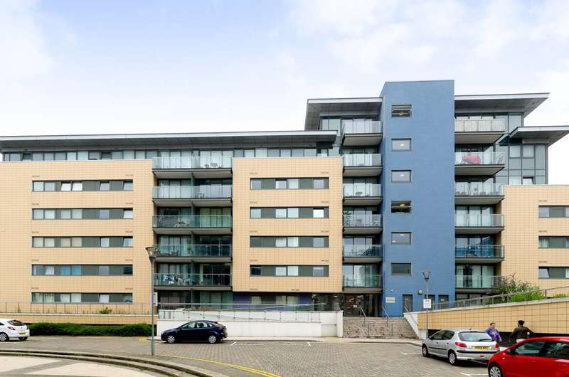 2 Bedrooms Flat for sale in Fathom Court, Canning Town, E16