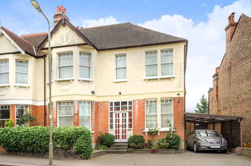 4 Bedrooms Semi Detached House for sale in Fitzjohn Avenue, High Barnet, EN5